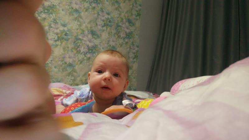 3.5 месяца, ползаем и болтаем
