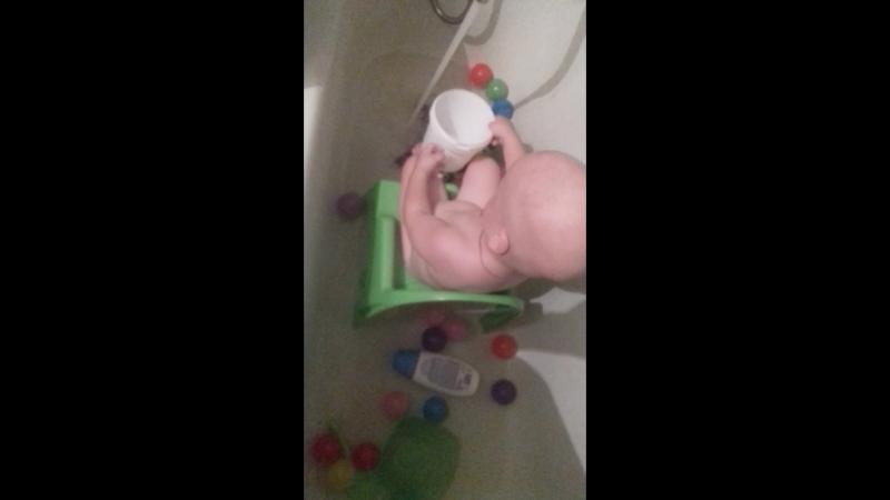 в ванной на горшке