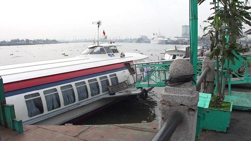 Hydrofoil Leaving Saigon 2011