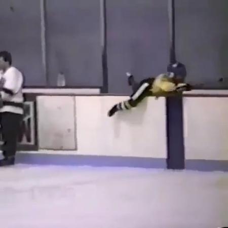 """How i feel about Monday mornings😩 . Source @hockey._.play mondays ihatemondays hockeysyndicate"""