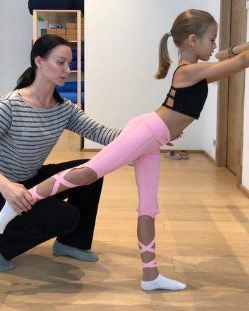 """Anna Pavaga on Instagram: """"Продолжаем формировать глубокие, корсетные мышцы с💗 @anna_bartosevich annapavaga"""""""