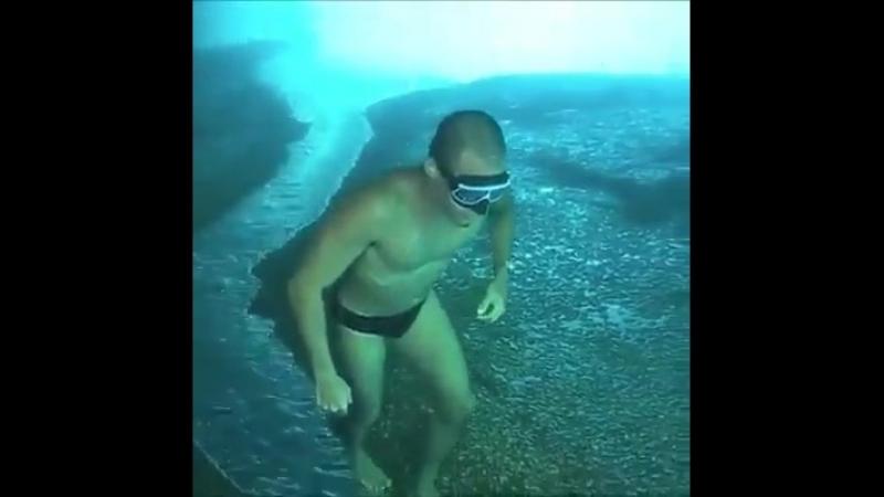 Странное видео с «приключениями» дайвера, перевернуло представление о подводном мире