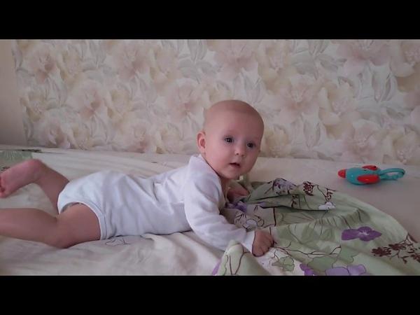 Как научить малыша ползать. Часть 1. Стимулируем игрушками.