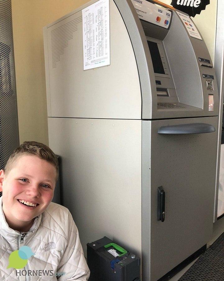 В Челябинске школьник нашел денежную кассету банкомата и вернул ее инкассаторам