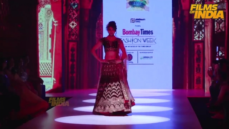 Stunning Urvashi Rautela Slays on Ramp @ Bombay Times Fashion Week Day 2018 _ Bo