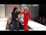 Gene Simmons Kisses Shannon Tweed To The Delight Of The Audience - The 5th Annual Hea