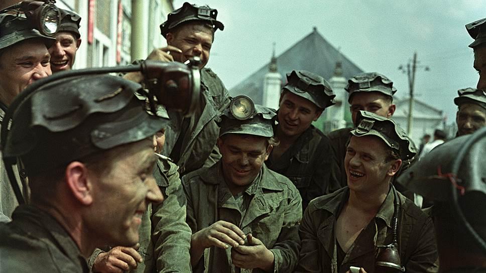 Забойщики перед сменой, Донбасс, 1961 год.