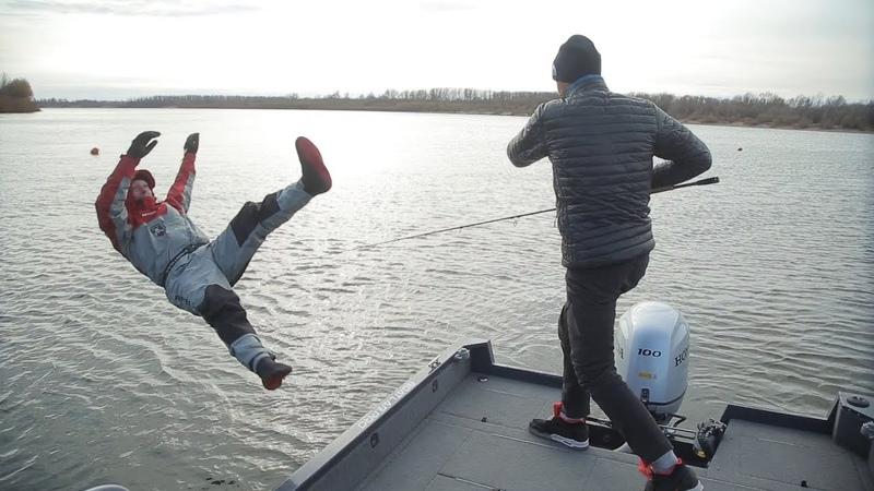 Выпал из лодки Андрея Старкова! Тестируем рыболовный костюм. Часть 3