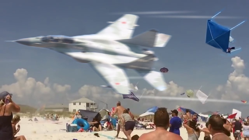 MiG 29 Fulcrum vs JAS 39 Gripen Czech Air Force MEMORABLE Airshow Flying Display