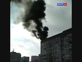 Взрыв газового баллона на крыше девятиэтажного жилого дома в Крыму попал на видео.