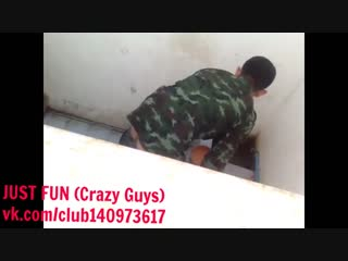 Soldier pissing and wanking indonesia член хуй ссыт солдат penis cock pee public toilet jerk wank дроч spy