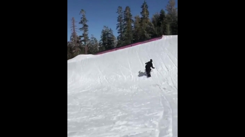 🏂 @ mikeegray продолжает весну в парке ☀️👌🏼arborsnowboards snowboarding russia moscow saintpetersburg spring