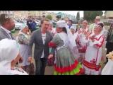 Одной рукой есть чак-чак, другой – крутиться в танце: в Буинск приехал Сергей Безруков