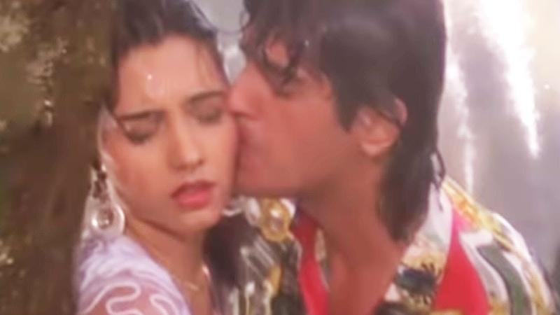 Chunky Pandey, Somy Ali | Love in Rain | Kumar Sanu | Teesra Kaun | Romantic Song