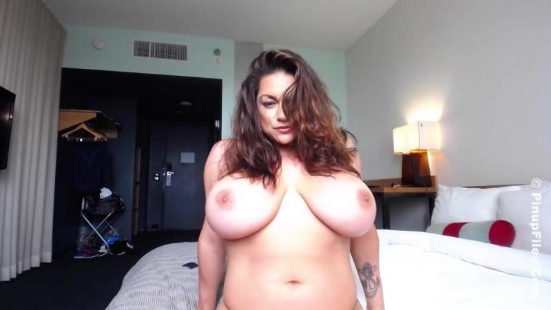 32 Monica Mendez - Webcam - очень большие натуральные сиськи [ зрелая мамка мильфа огромные дойки секс порно модель на вебку жоп