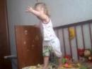 вот так поёт и танцует моя дочка