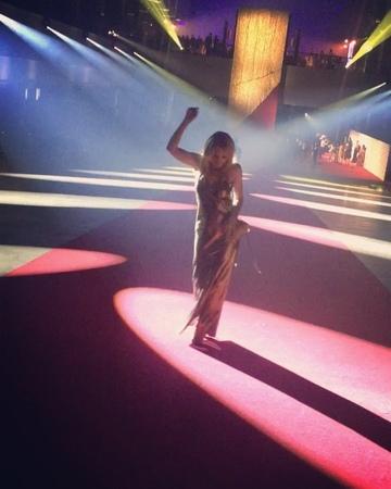 "Sascha Lilic on Instagram: ""Golden @kylieminogue 🌟💃🏻🌟🎼🌟🧐🌟♥️🌟💋🌟kylieminogue golden goldentour beauty talent music pop oldfriends saschalil..."