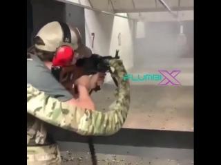 sv_infinite_ammo - чит команда на бесконечные патроны )))