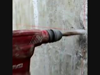 Как сверлят огромные отверстия в широких стенах