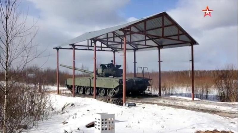 «Реактивный танк» Т80 ведет огонь
