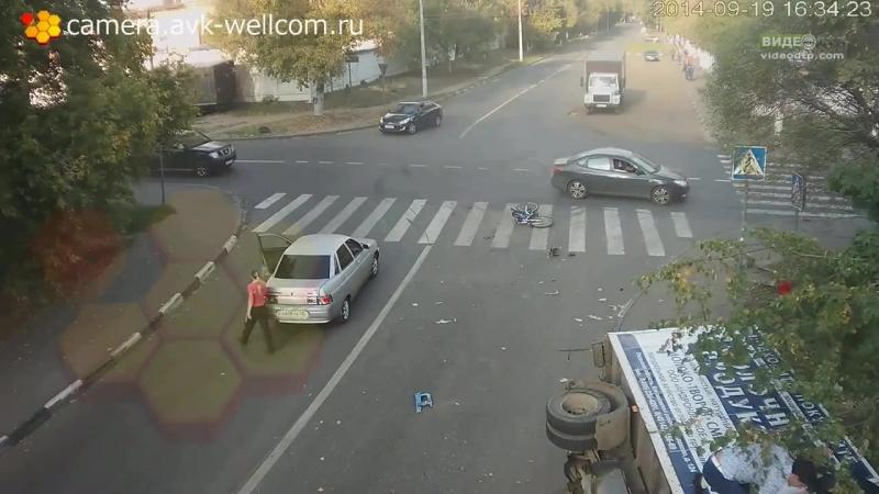 Серь зное ДТП, г. Люберцы, п-к ул.Москов...П авария (720p).mp4