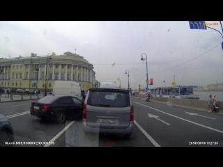 Huyndai не заметил BMW на Английской набережной.
