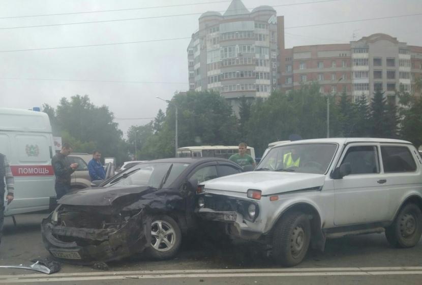 ДТП стало причиной пробки на площади Южной в Томске