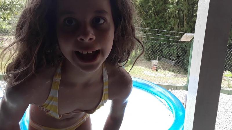 Rico vs pobre na piscina 2