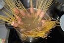 Сосиски фаршированные макаронами.