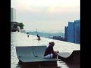 Флойд Мейвезер отдыхает в бассейне на вершине мира в Сингапуре