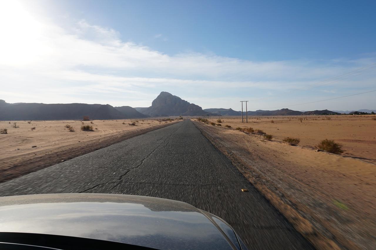 Пустыня Вади Рам - бюджетный осмотр и окна машины