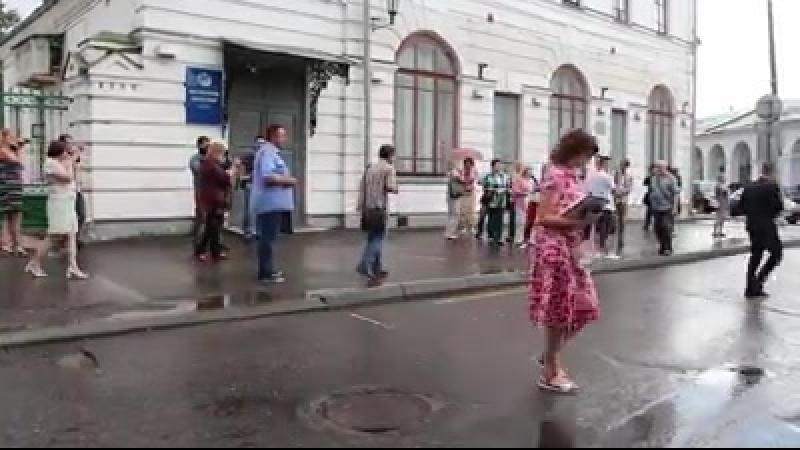 Костромичи кричат Вон из Думы проголосовавшим за повышение пенсионного возраста.