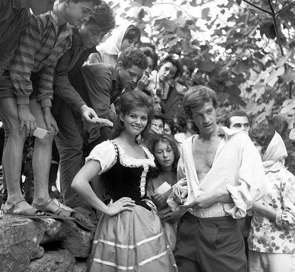 Клаудия Кардинале и Жан-Поль Бельмондо на съёмках фильма «Картуш», 1962