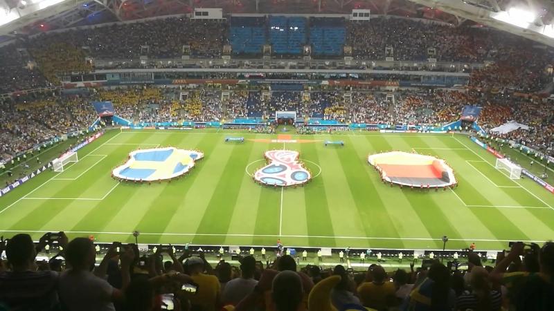 Самый драйвовый момент перед началом матча - раскрытие флагов