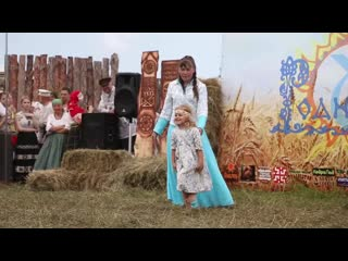 Показ славянской одежды на VI Сибирском фестивале РОДной культуры