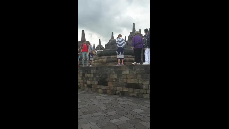 20.03.2019 Юнхо, Чанмин и ребята из Super Junior у храма Боробудур.