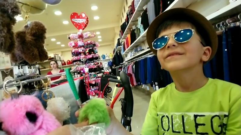 Едем в магазин за покупками купим ГЛАМУРНЫЕ солнечные очки и шляпы Видео для Детей