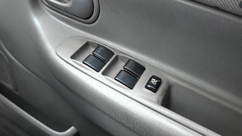 Замена пульта управления электростеклоподьёмников на Mazda Demio
