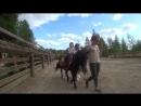 Хомяковское подворье. Сынуля Миромир учится кататься на лошадке Машке пони Первый опыт.