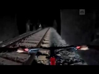 Велосипедисты увидели свет в конце тоннеля и чуть не погибли