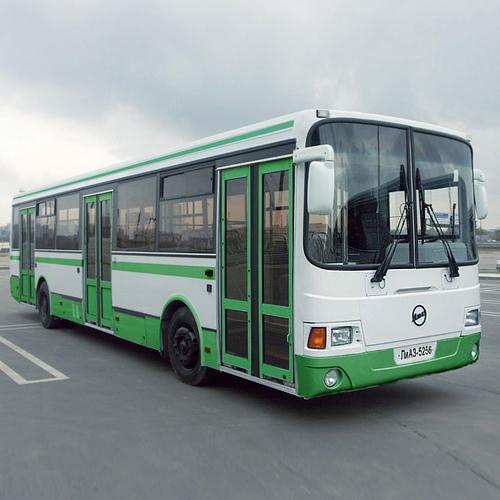 Проезд в автобусах в часы пик предложили сделать дороже