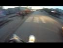 Мотоциклист в Барнауле несется как оголделый. Чуть не сбил пешеходов!