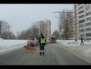 Инспектор ДПС Челябинска помог хромой собаке и проснулся знаменитым