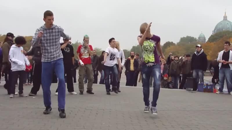 Молодежь танцует под татарскую плясовую!