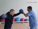 Парень боксирует несмотря на ДЦП