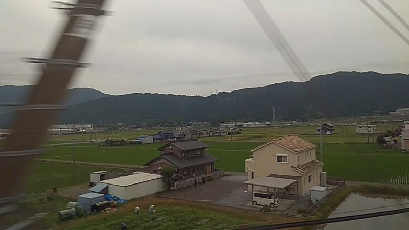 Японский Shinkansen на средней скорости:)