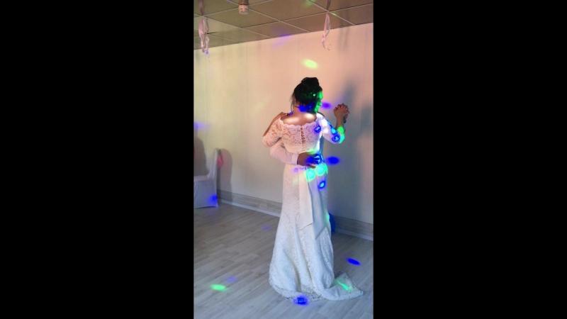 танец брата с невестой