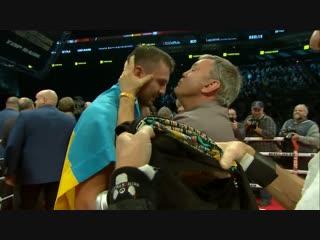 Круг почета с флагом и трогательный разговор с Тедди Атласом. Александр Гвоздик празднует свой первый чемпионский титул!