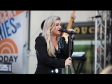 Kelly Clarkson - Heat live on the TODAY plaza
