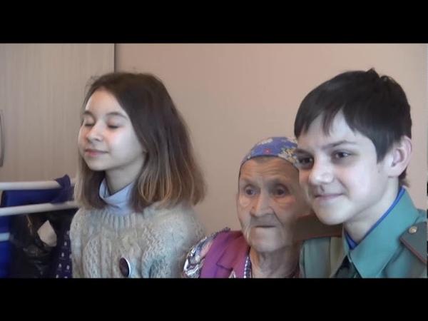 Юные гости в богадельне.